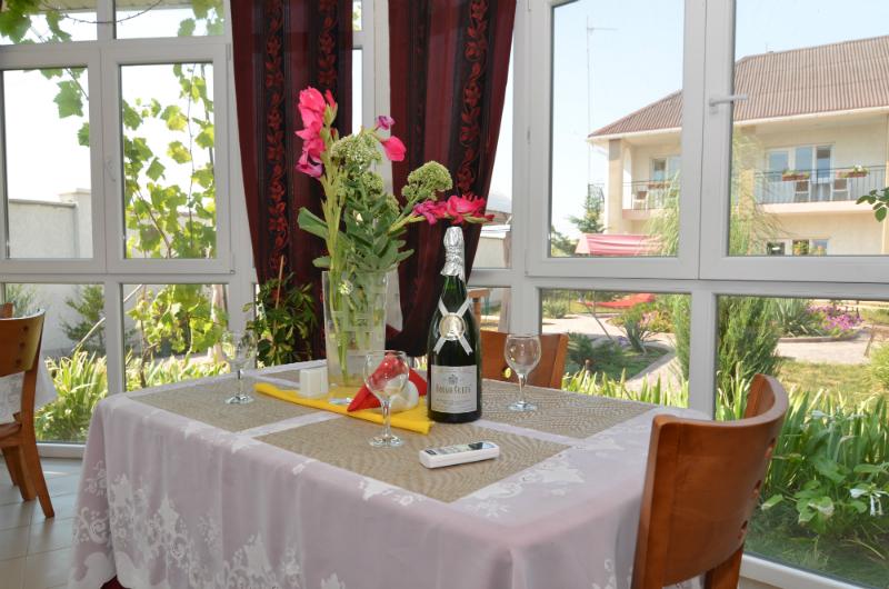 Отдых в Евпатории с питанием — кафе отеля